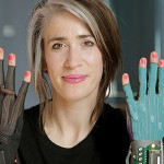 Imogen Heap promotes computer-interactive gloves for musicians